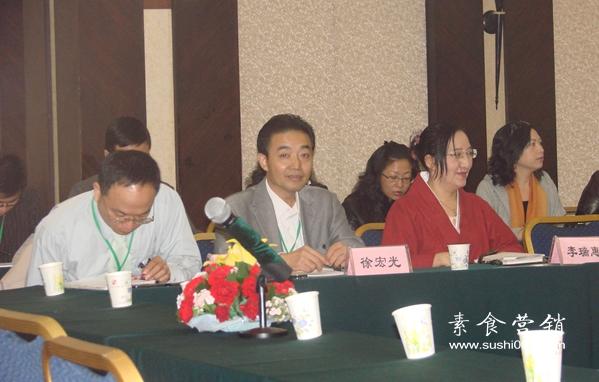 徐宏光先生,澳门功德林素食主厨,曾在国内多个著名素食馆担任厨师,擅长制作寺院斋菜。
