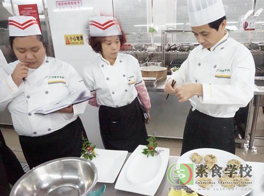 素食厨师,素食培训。怡新素食覃永爱