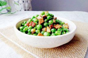 【素食菜谱】家常素菜谱之香菇素腊肠焖豌豆