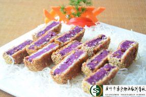 中国首批资深级注册烹饪大师黄建会,与时俱进通俗易懂的教学方式深受素食学校的素食厨师们好评
