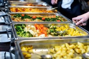 【素食新闻】英国利兹182所小学将提供纯素午餐:外国人吃素,都从娃娃开始抓起了~|国际素食
