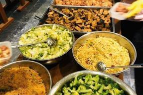 """【素食新闻资讯】7000份免费素食,慰藉医护人员的""""素心素胃""""。医护人员都偏爱素食健康营养的饮食方式?"""