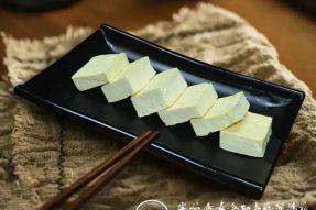 """豆腐是素食中的""""植物肉"""",不会做豆腐的厨师,不是优秀的素食厨师!来广州素食学校,学做健康美味的古法豆腐,带你引领素食的未来!!"""