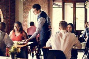 【素食营销】顾客要退菜,看4个不同服务员如何处理!