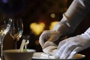 【素食营销】餐饮店长的苦恼:对员工太严留不住人,太松又管不好,怎么办?