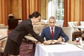 【素食营销】服务员一个细小动作,顾客不愿再来你的餐厅!